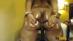 Thick black mom with deep navel and huge bouncing booty
