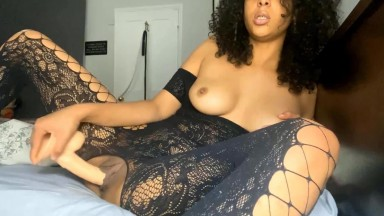 Hot queen knows how to make a man or woman cum quick